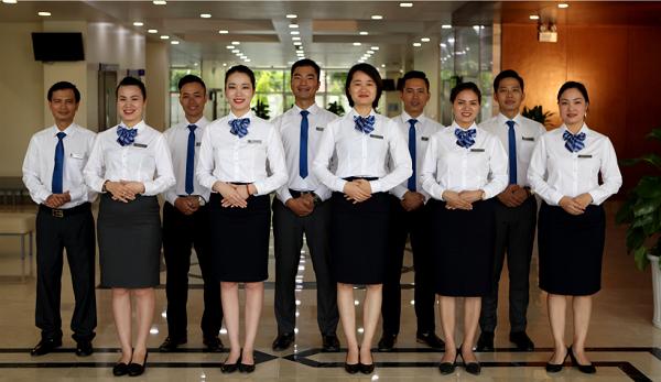 Đồng phục áo sơ mi được sử dụng cho những môi trường yêu cầu sự chuyên nghiệp